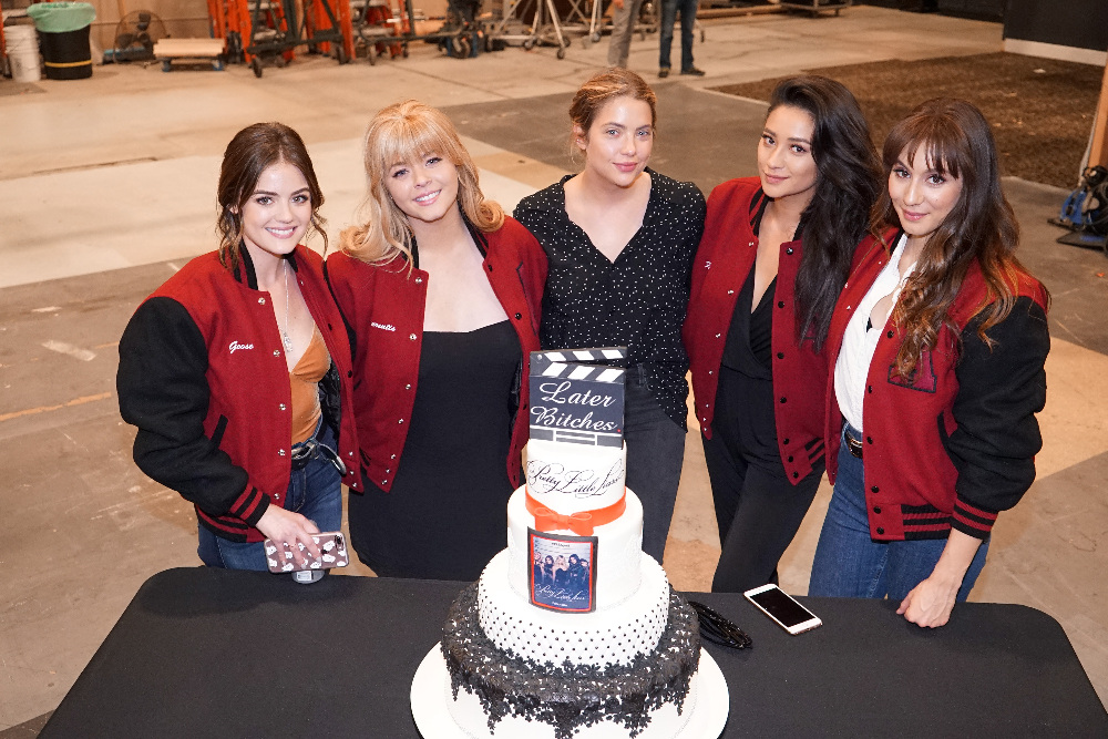 LUCY HALE, SASHA PIETERSE, ASHLEY BENSON, SHAY MITCHELL, TROIAN BELLISARIO
