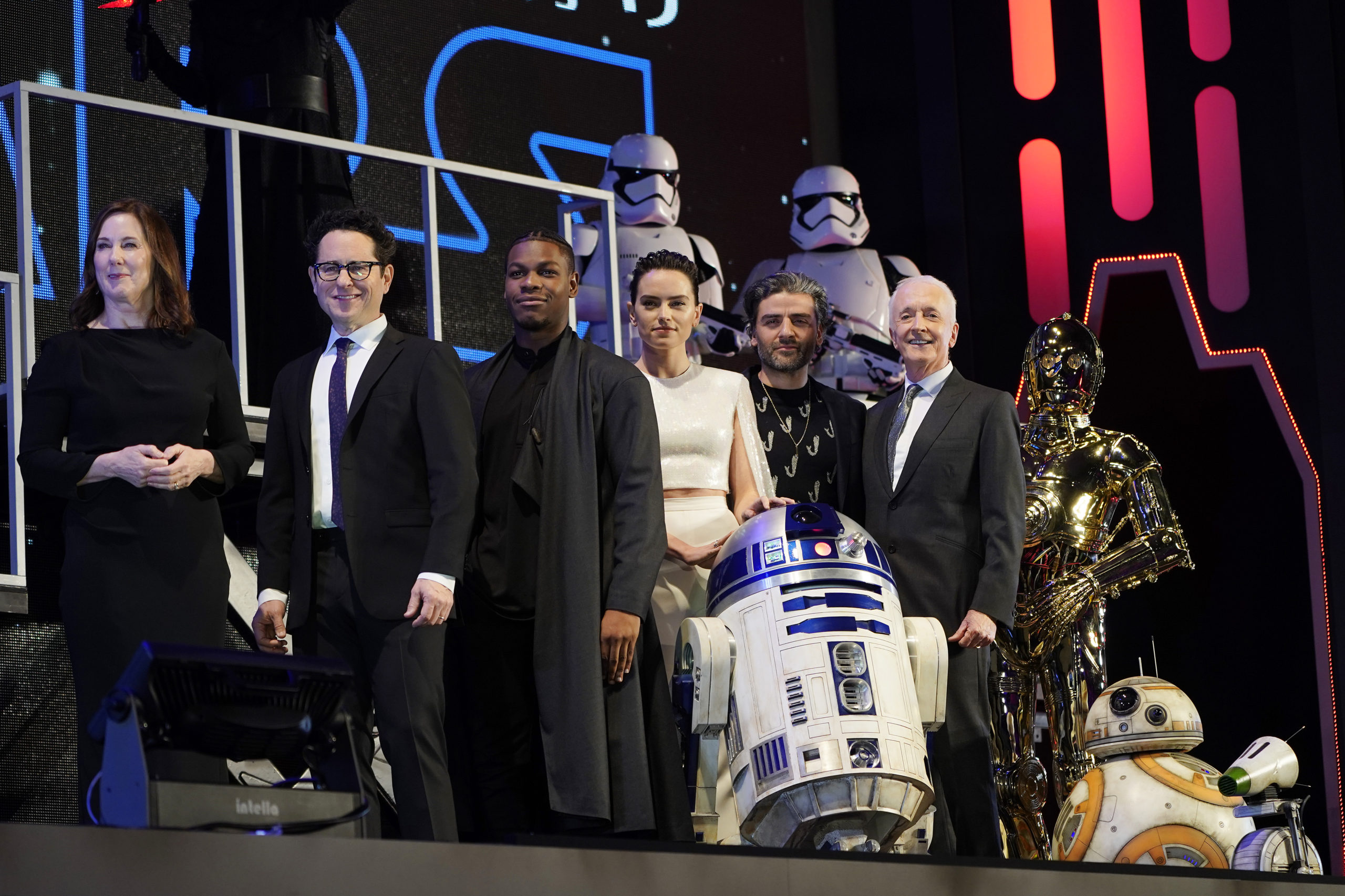 The Cast Of Star Wars The Rise Of Skywalker Attend Fan Screening In Japan Beautifulballad