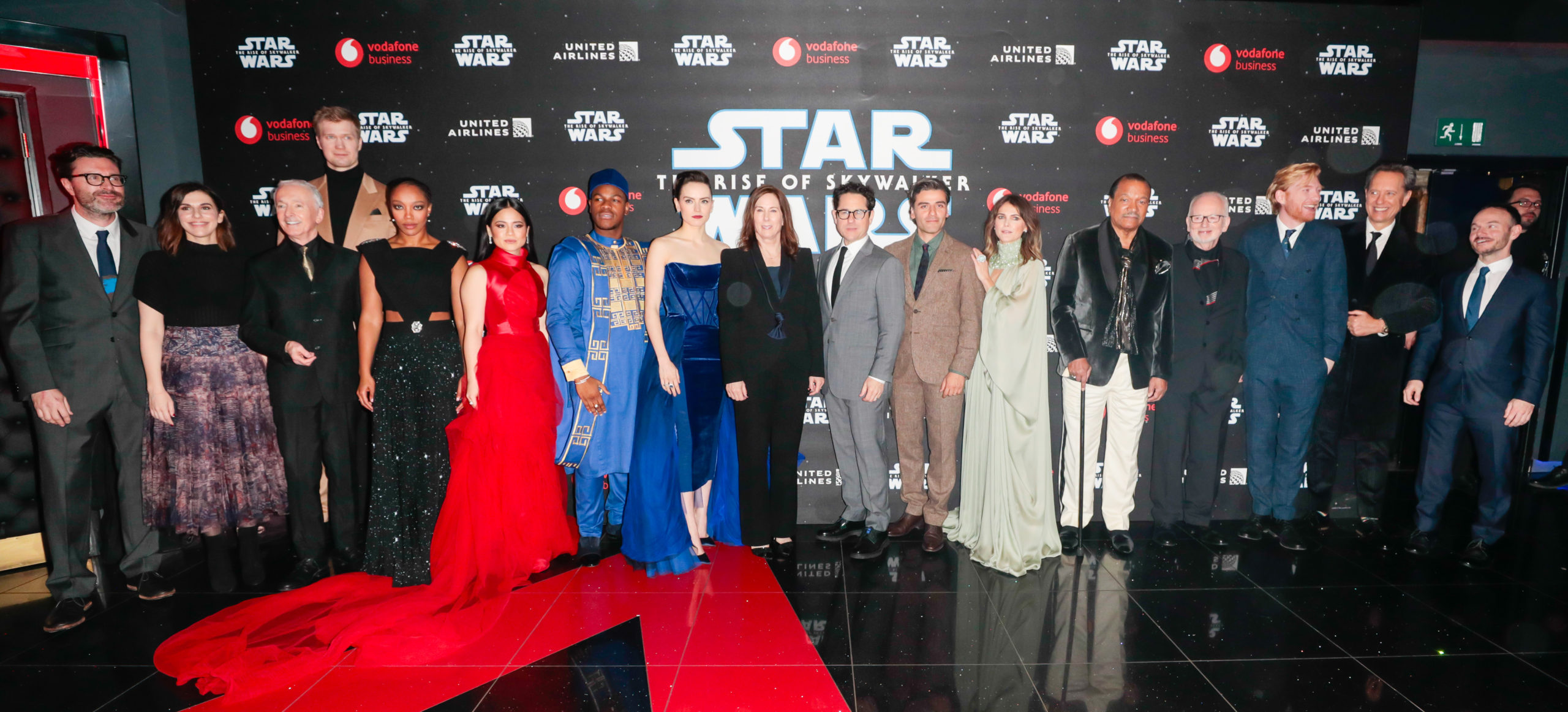 The Cast Of Star Wars The Rise Of Skywalker Attend European Premiere Beautifulballad